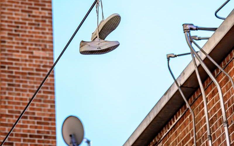 נעליים במקומות מוזרים